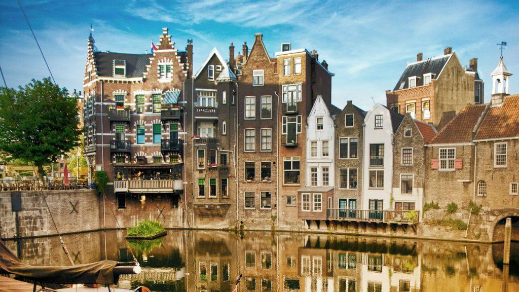 18.07.2018 В Нидерландах построили парк на воде из пластиковых отходов